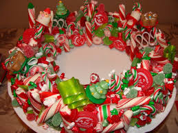 ideas for christmas centerpieces colorful candies with green f