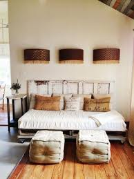 Make A Queen Size Bed by Best 25 Queen Size Daybed Frame Ideas On Pinterest Queen Daybed