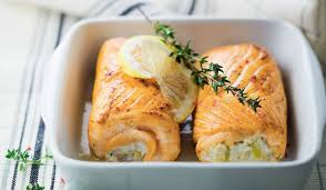 cuisiner saumon congelé 2 paupiettes de saumon aux poissons et aux poireaux surgelés les