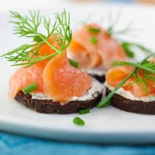 canapé saumon canapés au saumon et au boursin recettes de cuisine française
