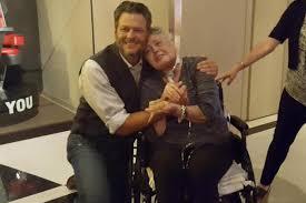 blake shelton fan club login blake shelton meets fan in hospice care b104 wbwn fm