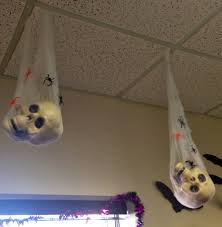wanting to decorate my office for halloween i spent some time