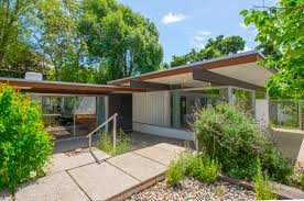 snazzy neutra in nichols canyon makes its first ever appearance on
