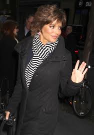 how to style lisa rinna hairstyle lisa rinna hairstyle trends lisa rinna short tousled layered
