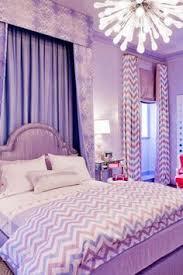 chambre en mauve chambre fille violet mauve turquoise papillons bandes peinture