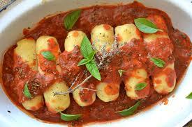 cuisiner quenelle quenelles de semoule de blé à la sauce tomate saveurs provençales