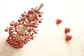 photo of christmas tree decorated with red balls and beads free