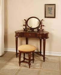 Old Fashioned Bedroom Chairs by Dazzling Decorating Ideas Using Round Brown Wooden Chairs In Brown