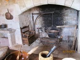 chaudron pour cuisiner brochette de quinquas reprenons la visite du château de