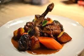 cuisiner du lapin facile lapin aux pruneaux et au vin la recette facile faite maison