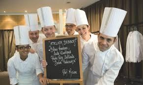 equipe de cuisine invitez votre équipe à cuisiner avec des chefs