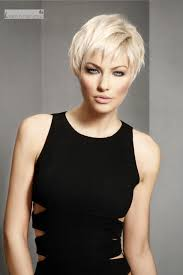 stylish and short hairstyles for women over 40 hairiz