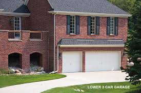 i wish i d thought about that garages livebetterbydesign s blog this is a unique way to achieve a 5 1 2 car garage but it requires a special lot and the proper grading prior to the sale of that home