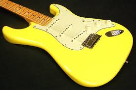 fender cs custom deluxe strat graffiti yellow stratocaster