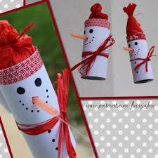 bonhomme de neige sur un fil avec rouleau papier wc et paille
