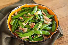 cuisiner des pois mange tout pois mange tout sautés au bacon recette épices de cru