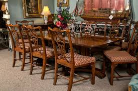 henredon banded crotch mahogany dining table at 1stdibs henredon banded crotch mahogany dining table 2