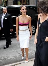 jessica alba wears narciso rodriguez dress and pumps upscalehype