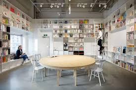 magasin pour la cuisine les sché combine une bibliothèque et le magasin de gâteau pour