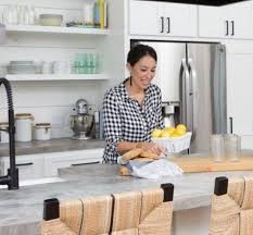 joanna gaines farmhouse kitchen with cabinets farmhouse chic 10 home decor tricks from chip and