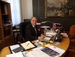 bureau maire de le maire du 3e confiant en sa réélection la virgule