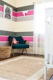 wandfarbe ideen streifen farbgestaltung im kinderzimmer poppige streifen in pink grau
