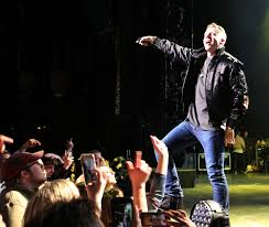 3 things we learned at atlanta macklemore ryan lewis concert macklemore engaging with fans photo robb cohen photography video www robbsphotos