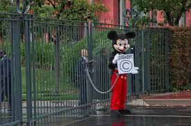 mickey mouse evades public domain