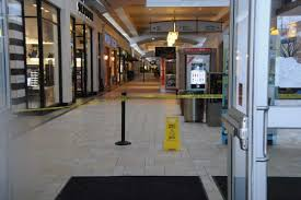 smith mall hours best 2017