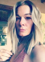 62 hair cut national leann rimes goes for the chop she cuts and dyes her hair daily