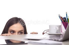 cachee bureau photo gratuite fem machine se cacher femelle ordinateur