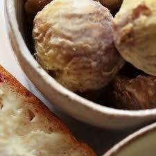 cuisiner les chataignes foie gras poêlé en crumble de châtaignes grazia
