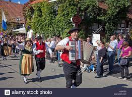 black people thanksgiving trachtengruppe festumzug erntedankfest und weinfest schwarzwald