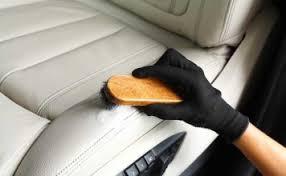 laver siege voiture comment nettoyer le cuir de votre voiture meilleur entretien