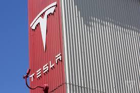 tesla owners manual tesla u0027s own autopilot warnings outlined deadly crash scenario