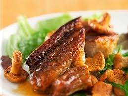 comment cuisiner des tendrons de veau recette de tendron de veau au jus aillé et girolles poêlées