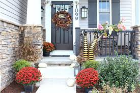 Country Christmas Decorations For Front Porch by 23 Front Porches With Fall Flowers
