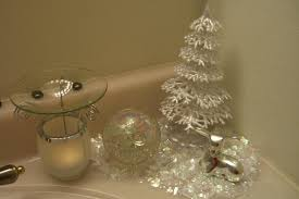 ideas on how to decorate your bathroom for christmas find fun