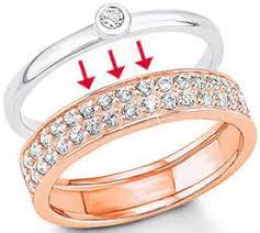 an welcher trã gt den verlobungsring vorsteckring was sind vorsteckringe wie trägt sie