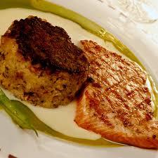 comment cuisiner le pavé de saumon pavé de saumon sur lit de pomme de terre à la moutarde cuisine