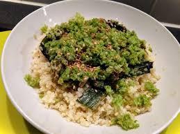 cuisiner le millet fondue de poireaux avec poudre de brocoli servies sur millet
