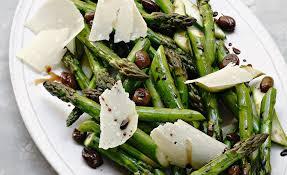 cuisine asperges vertes recette d asperges vertes rôties aux olives noires par alain ducasse