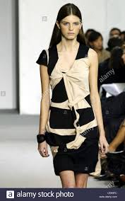 how to wear hair behind the ears helmut lang paris ready to wear spring summer model long brunette