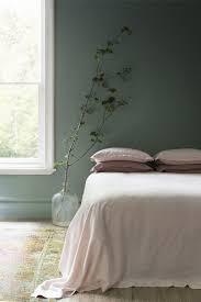 chambre gris vert chambre vert de gris mobilier décoration