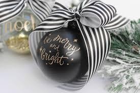 creating easy ornaments with cricut sparkleshinylove