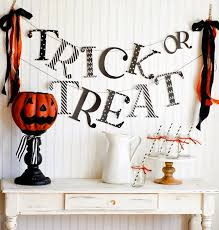 How To Decorate Your Cubicle For Halloween 17 Halloween Decor Ideas For A Spooky Office Or Cubicle Brit Co