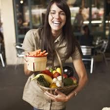 femme qui cuisine etes vous incollable sur les fruits et légumes cuisine
