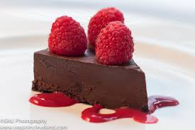 chocolove flourless chocolate cake with raspberry coulis vegan