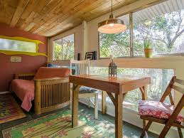 Cool Artistic Treehouse Cabin Near South Congress Dist And