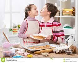 mere et fille cuisine biscuits de cuisson de mère et de fille cuisine à la maison